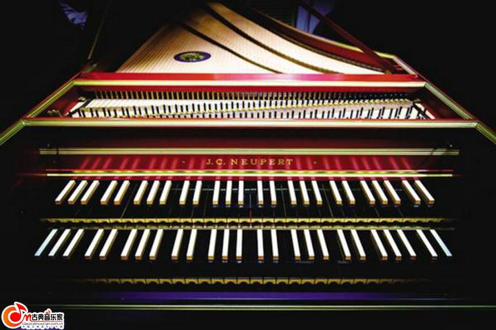 古钢琴 图片
